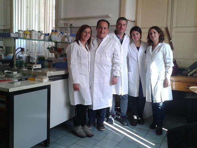 Il Prof. Massimo Libra, secondo da sinistra, insieme ai ricercatori (immagine gentilmente concessa da Flora Bonaccorso)