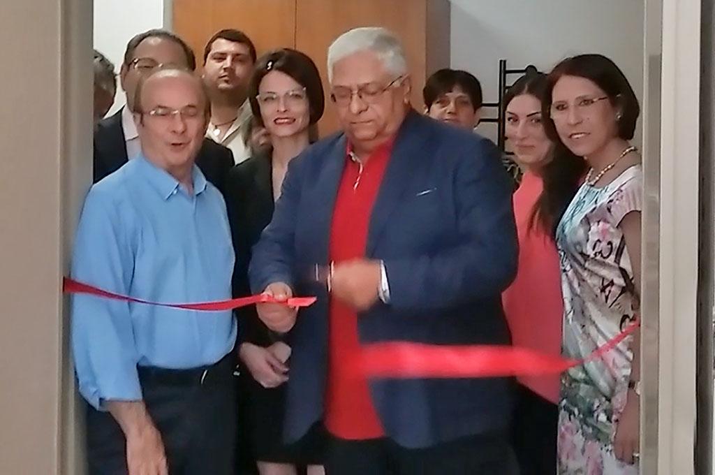 Il Presidente della Lilt, dott. Carlo Romano, taglia il nastro inaugurale