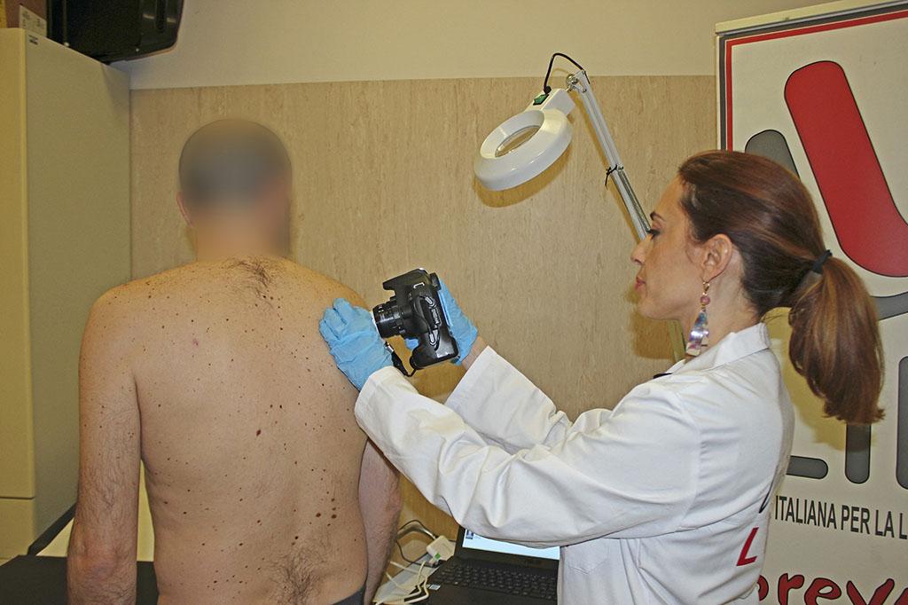 Nuovo dermatoscopio per la Lilt di Catania